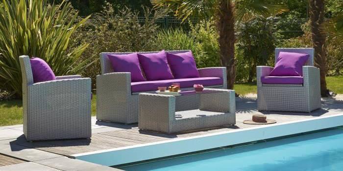 Salon de jardin en resine grise avec coussins violet