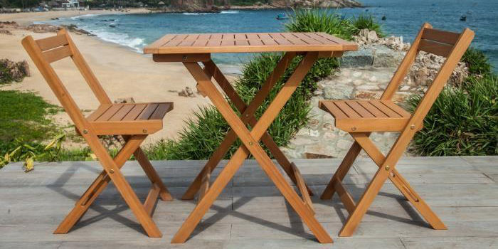 table et chaises jakaa en eucalyptus