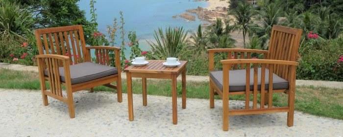 Salon de jardin en bois d'acacia face a la mer